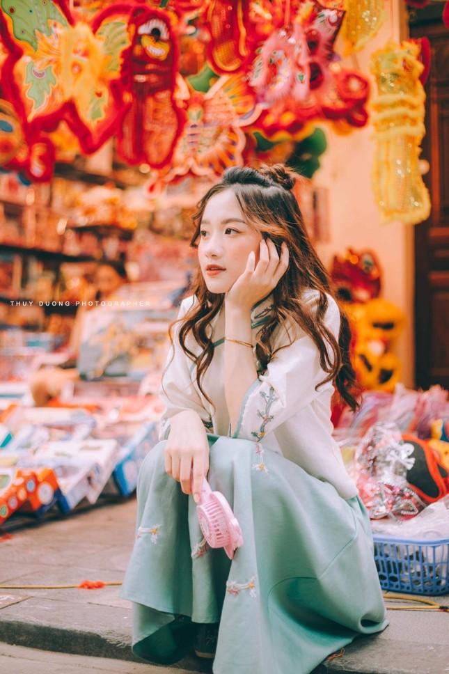 Nữ sinh 10X gây thương nhớ trong bộ ảnh đón Trung thu trên phố Hàng Mã ảnh 5