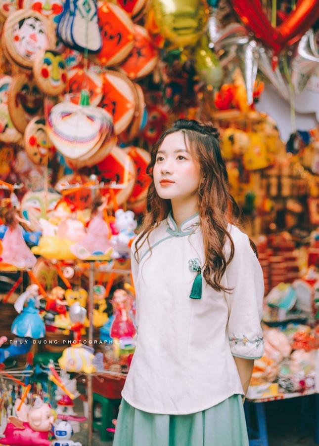 Nữ sinh 10X gây thương nhớ trong bộ ảnh đón Trung thu trên phố Hàng Mã ảnh 4