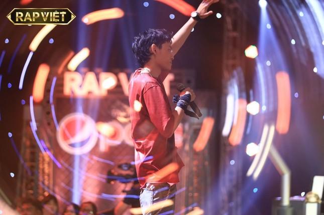 Rapper Tage sẽ đối đầu với cao thủ melody Tlinh tại vòng đối đầu Rap Việt? ảnh 2