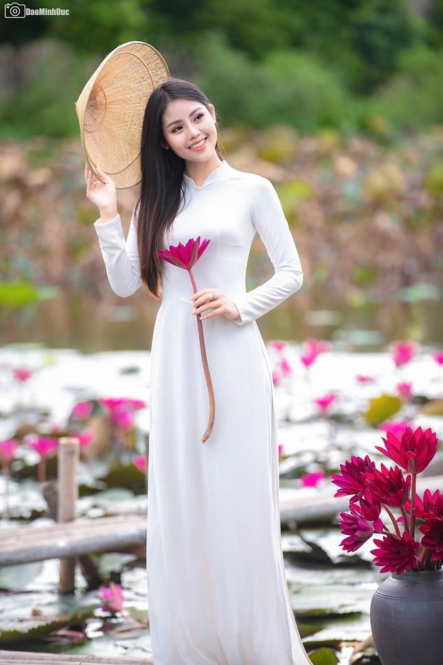 """Hot girl Thủy Lợi """"đốn tim"""" dân mạng với bộ ảnh áo dài trắng tinh khôi ảnh 3"""