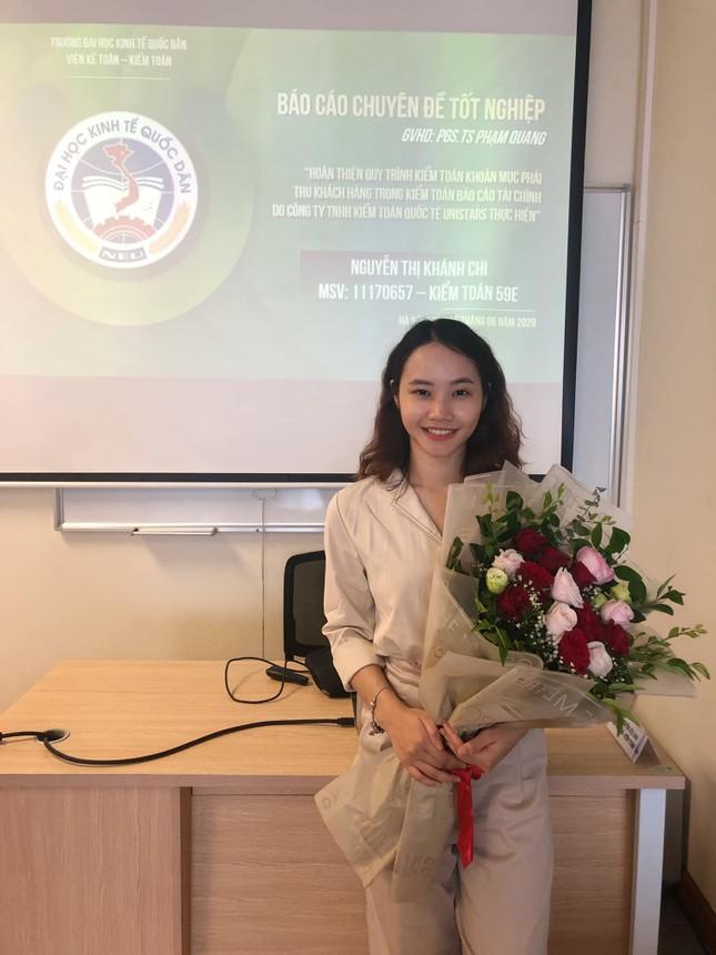 Tân cử nhân trẻ tuổi nhất trường ĐH Kinh tế Quốc dân là Đảng viên, sinh viên xuất sắc ảnh 5