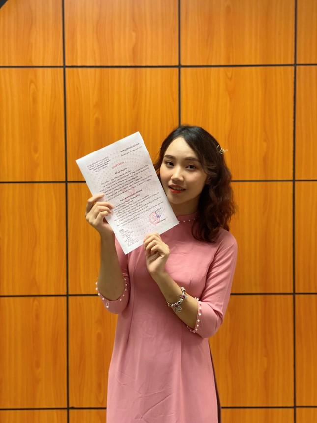 Tân cử nhân trẻ tuổi nhất trường ĐH Kinh tế Quốc dân là Đảng viên, sinh viên xuất sắc ảnh 2