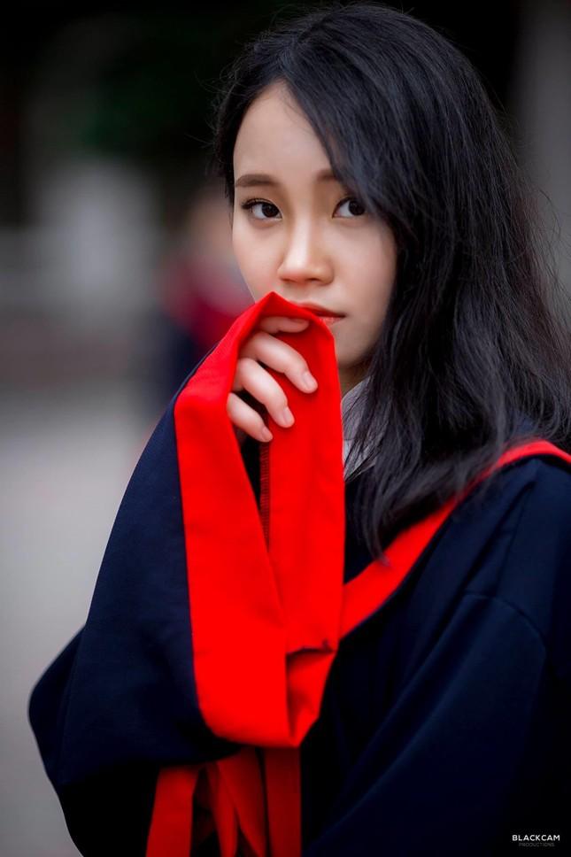 Tân cử nhân trẻ tuổi nhất trường ĐH Kinh tế Quốc dân là Đảng viên, sinh viên xuất sắc ảnh 1
