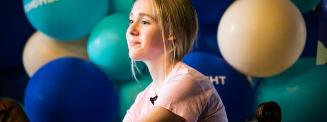 Bé gái 15 tuổi kiếm tiền dễ dàng nhờ lập web đặt tên tiếng Anh cho trẻ em Trung Quốc ảnh 1