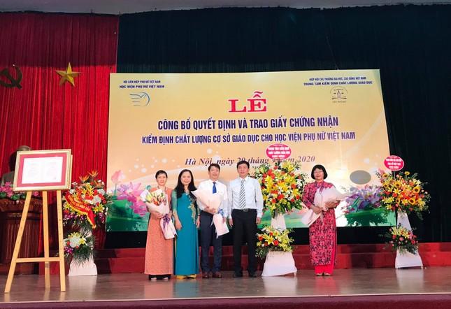 Lễ công bố quyết định và trao Giấy chứng nhận KĐCL giáo dục đối với HV Phụ nữ Việt Nam ảnh 3