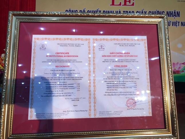 Lễ công bố quyết định và trao Giấy chứng nhận KĐCL giáo dục đối với HV Phụ nữ Việt Nam ảnh 2