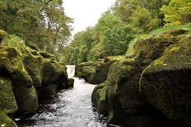 Ngắm suối nhỏ đẹp, thơ mộng, nhưng giết nhiều du khách ở Anh ảnh 3