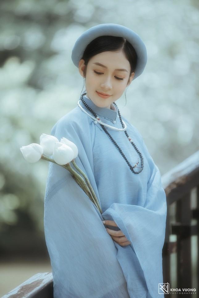 Hoa khôi Hutech đẹp dịu dàng trong áo dài cổ phục Việt Nam ảnh 8
