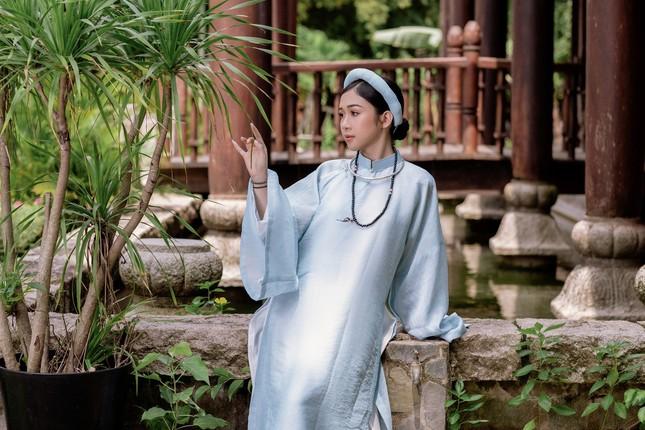 Hoa khôi Hutech đẹp dịu dàng trong áo dài cổ phục Việt Nam ảnh 12