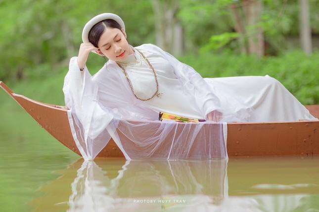 Hoa khôi Hutech đẹp dịu dàng trong áo dài cổ phục Việt Nam ảnh 4
