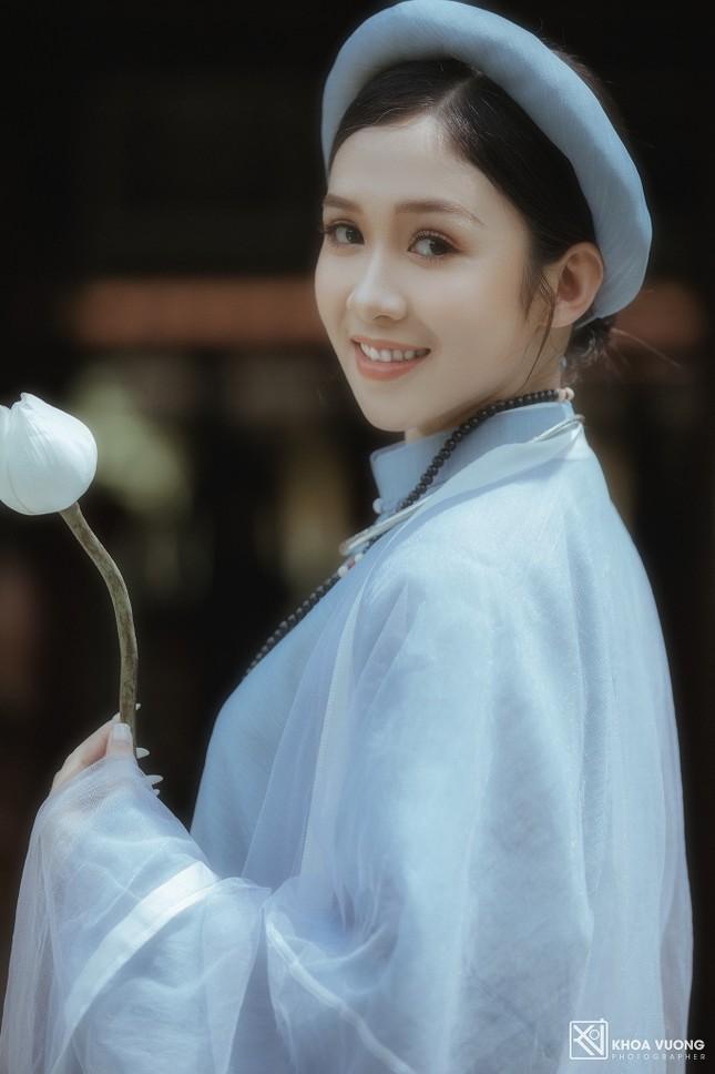 Hoa khôi Hutech đẹp dịu dàng trong áo dài cổ phục Việt Nam ảnh 9