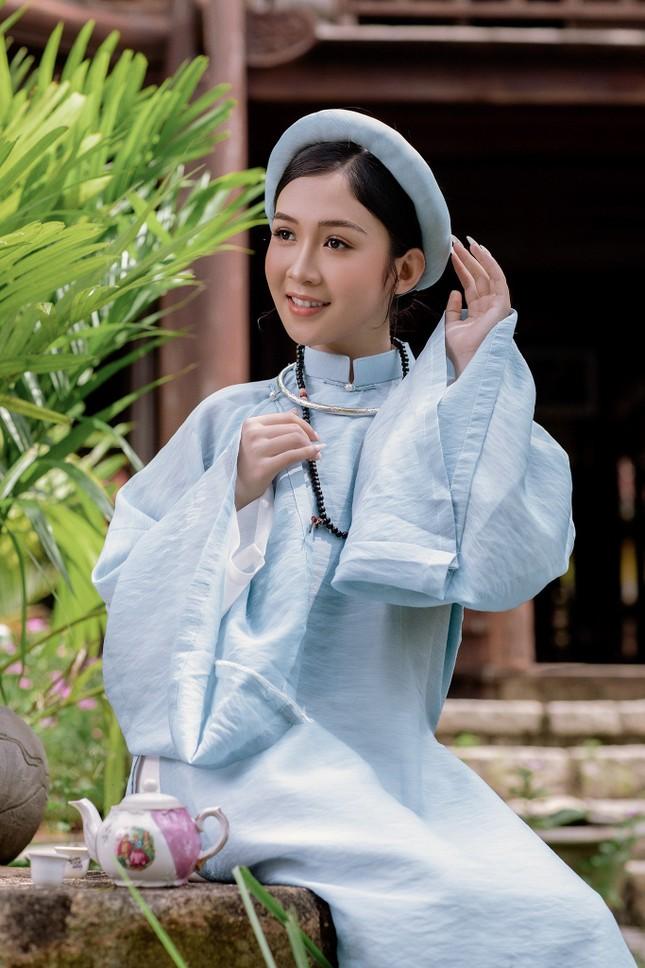 Hoa khôi Hutech đẹp dịu dàng trong áo dài cổ phục Việt Nam ảnh 6