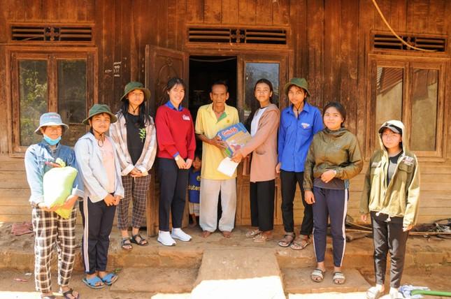 Nữ sinh nhận học bổng RMIT truyền cảm hứng cho học sinh dân tộc thiểu số  ảnh 2