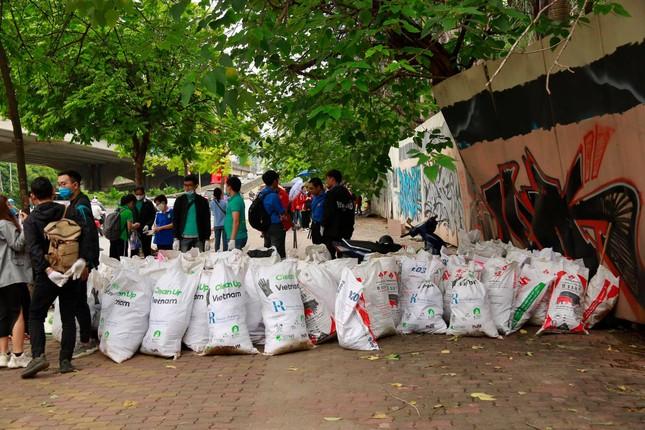 """Chiến dịch """"World Cleanup Day 2020"""" tại Hà Nội ảnh 5"""