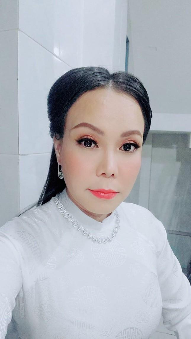Chi Pu xuất hiện với phong cách sang chảnh; Thu Trang - Tiến Luật mặn nồng dù con đã lớn ảnh 15