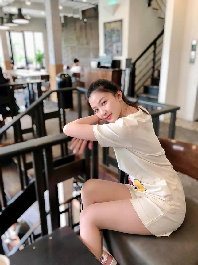 Chi Pu xuất hiện với phong cách sang chảnh; Thu Trang - Tiến Luật mặn nồng dù con đã lớn ảnh 16