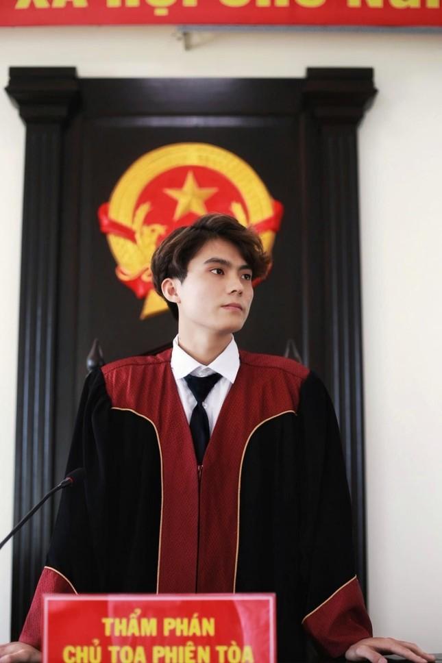 """""""Lụi tim"""" trước vẻ điển trai của 'nam thần' Học viện Tòa án ảnh 1"""