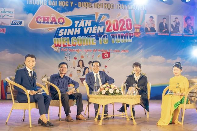 Chào tân sinh viên trường Y Dược Thái Nguyên: 50 suất học bổng 290 triệu đồng được trao ảnh 7