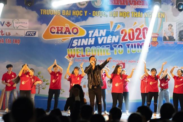 Chào tân sinh viên trường Y Dược Thái Nguyên: 50 suất học bổng 290 triệu đồng được trao ảnh 8