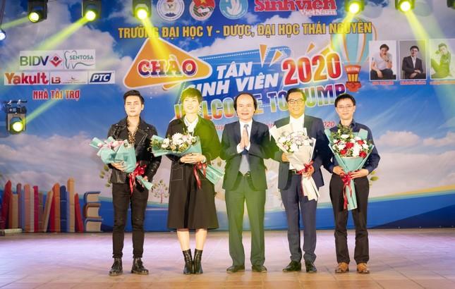 Chào tân sinh viên trường Y Dược Thái Nguyên: 50 suất học bổng 290 triệu đồng được trao ảnh 3