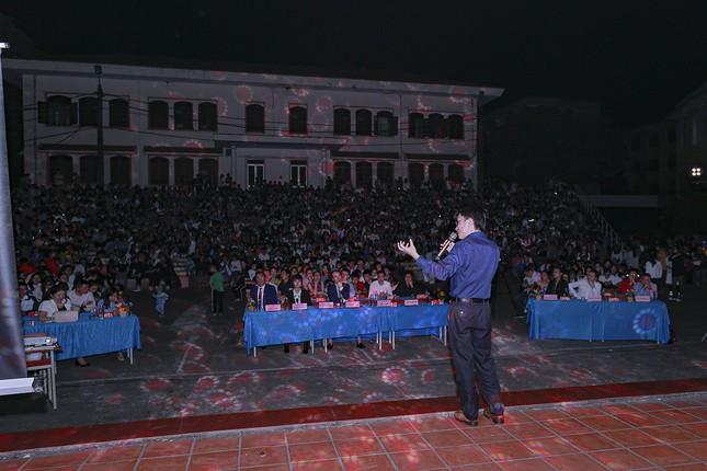 Chào tân sinh viên trường Y Dược Thái Nguyên: 50 suất học bổng 290 triệu đồng được trao ảnh 6