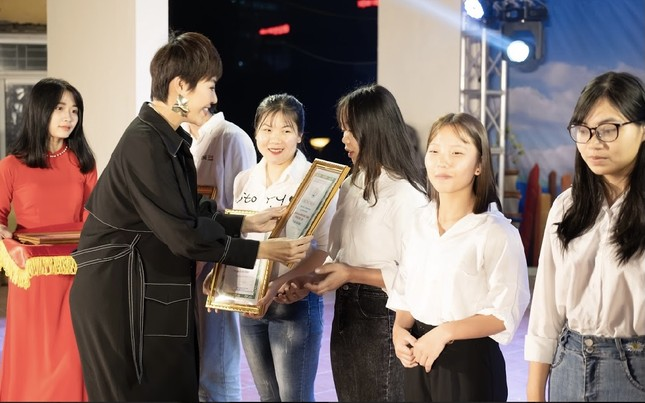 Chào tân sinh viên trường Y Dược Thái Nguyên: 50 suất học bổng 290 triệu đồng được trao ảnh 2