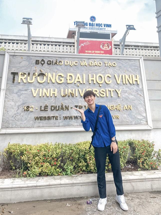 Chàng trai cao 1m75, quê ở Nghệ An hiếu học nổi danh trên mạng xã hội ảnh 2