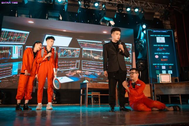 Ca sĩ Hoàng Dũng cháy hết mình tại đêm nhạc hội chào tân sinh viên trường Báo ảnh 5