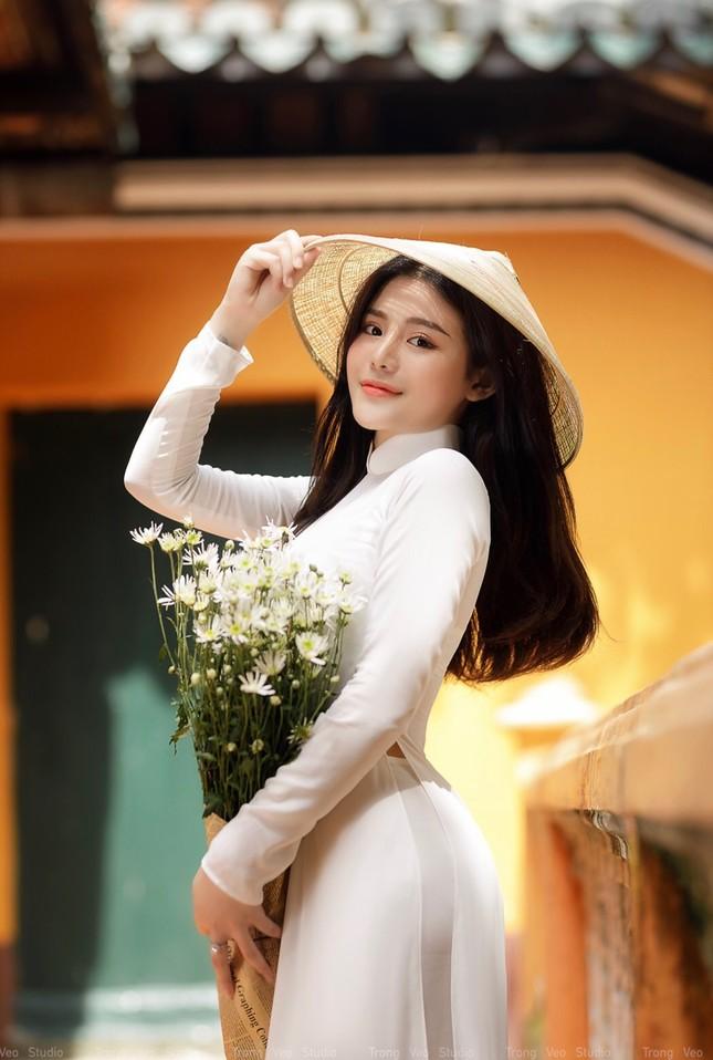 Thiếu nữ 2K3 đẹp dịu dàng trong tà áo dài trắng ảnh 2