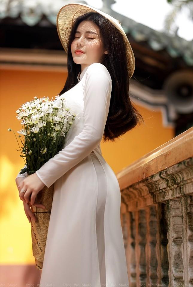 Thiếu nữ 2K3 đẹp dịu dàng trong tà áo dài trắng ảnh 3