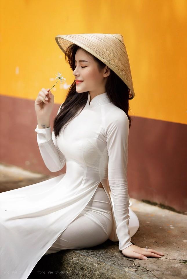 Thiếu nữ 2K3 đẹp dịu dàng trong tà áo dài trắng ảnh 6