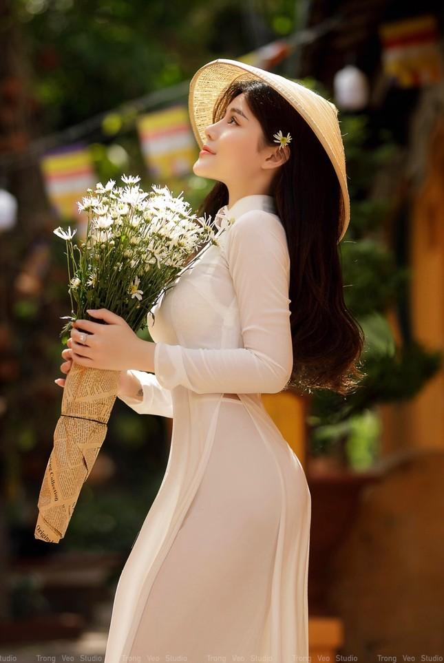 Thiếu nữ 2K3 đẹp dịu dàng trong tà áo dài trắng ảnh 4