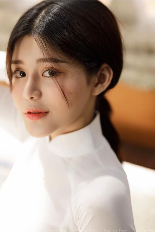 Thiếu nữ 2K3 đẹp dịu dàng trong tà áo dài trắng ảnh 10