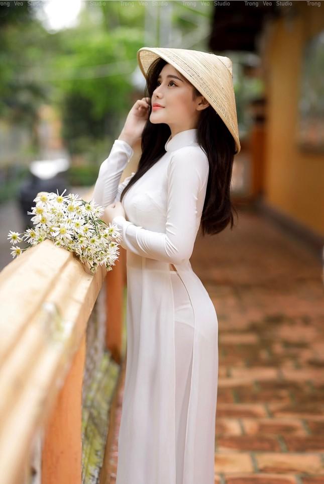 Thiếu nữ 2K3 đẹp dịu dàng trong tà áo dài trắng ảnh 11