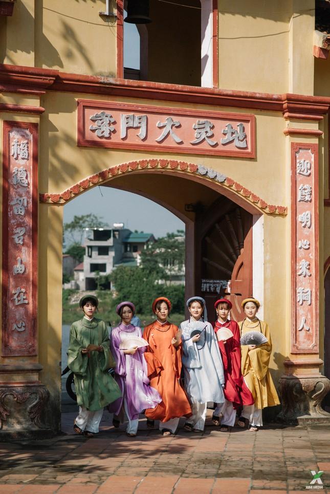 D2K61 Nguyễn Huệ: Ngược dòng thời gian với bộ ảnh kỷ yếu cổ phục Việt Nam ảnh 13
