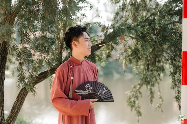 D2K61 Nguyễn Huệ: Ngược dòng thời gian với bộ ảnh kỷ yếu cổ phục Việt Nam ảnh 9