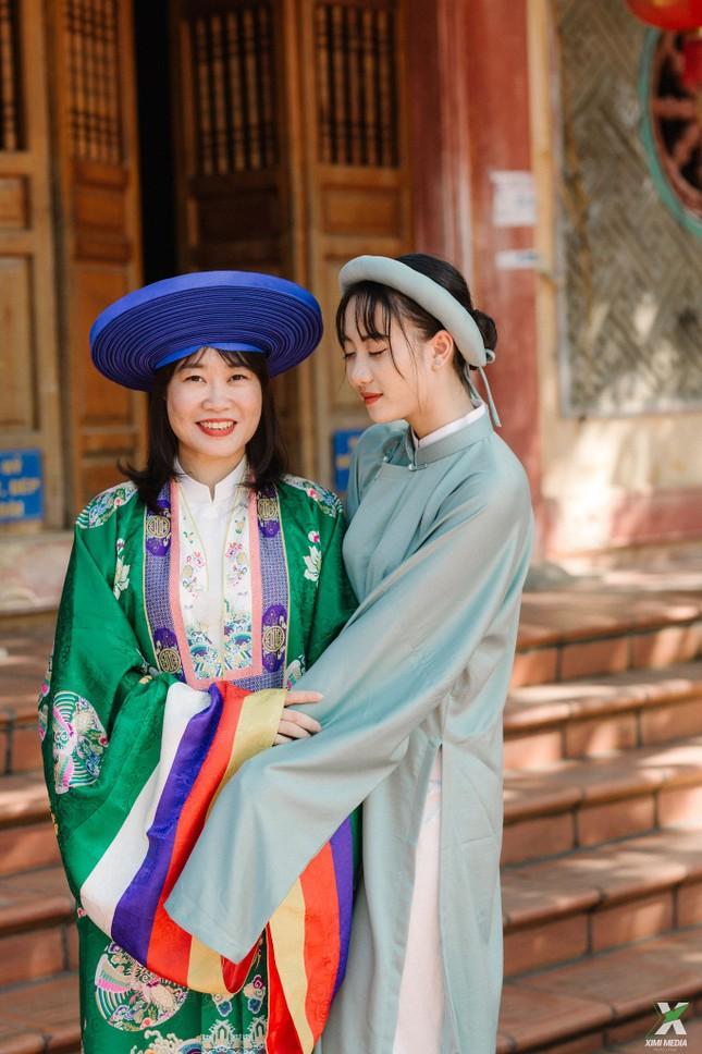 D2K61 Nguyễn Huệ: Ngược dòng thời gian với bộ ảnh kỷ yếu cổ phục Việt Nam ảnh 2