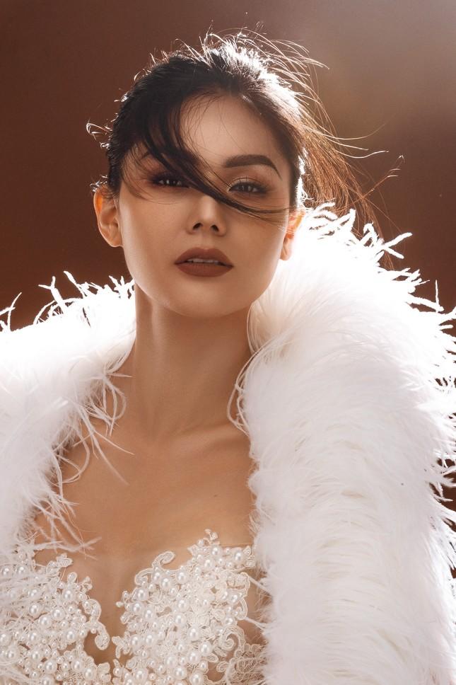 """Hoa hậu Kim Nguyên: """"Tôi chọn lối sống kín kẽ để luôn thấy bình yên"""" ảnh 1"""