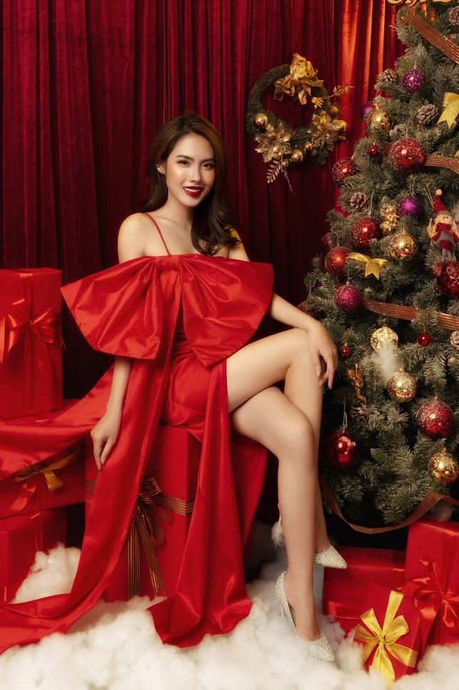 """""""Lụi tim"""" với nét quyến rũ của Á khôi Hồng Nhung trong bộ ảnh Giáng sinh ảnh 1"""