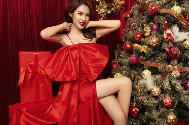 """""""Lụi tim"""" với nét quyến rũ của Á khôi Hồng Nhung trong bộ ảnh Giáng sinh ảnh 3"""