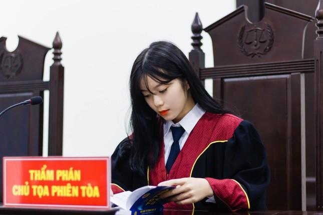Nữ thẩm phán tương lai thu hút cả nghìn like chỉ bằng một bức ảnh ảnh 2