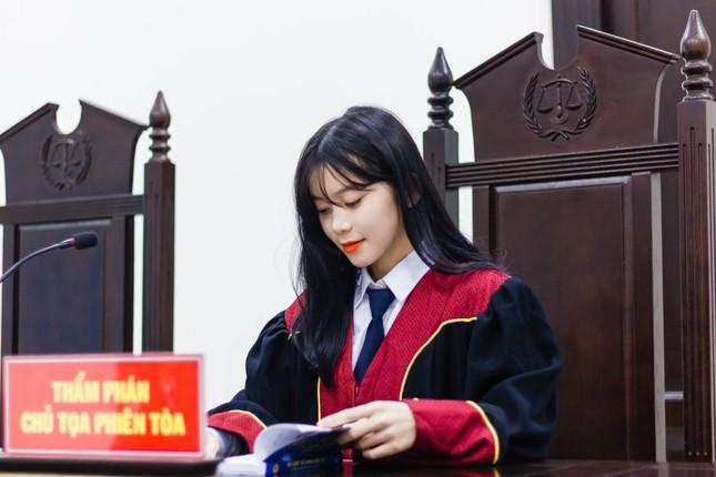 Nữ thẩm phán tương lai thu hút cả nghìn like chỉ bằng một bức ảnh ảnh 6