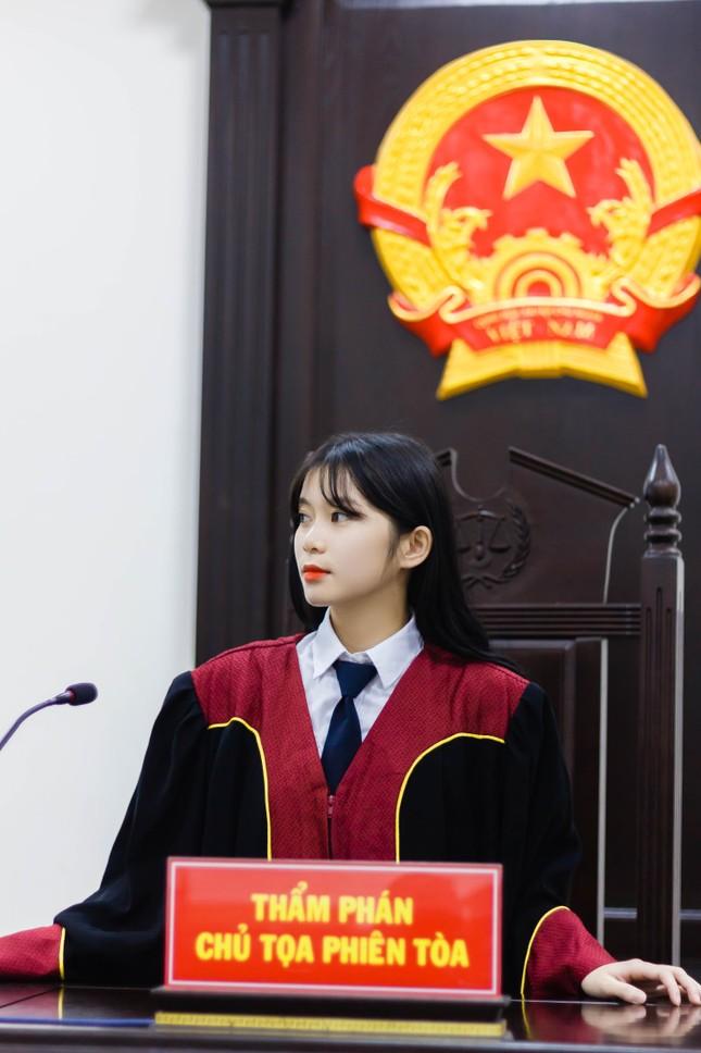 Nữ thẩm phán tương lai thu hút cả nghìn like chỉ bằng một bức ảnh ảnh 1