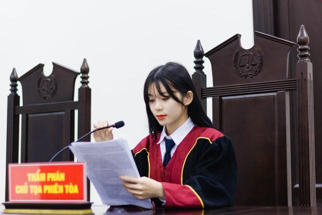 Nữ thẩm phán tương lai thu hút cả nghìn like chỉ bằng một bức ảnh ảnh 4