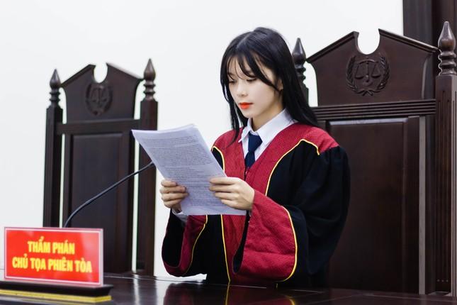 Nữ thẩm phán tương lai thu hút cả nghìn like chỉ bằng một bức ảnh ảnh 3