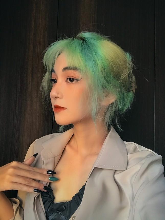 Nữ sinh thay đổi màu tóc mỗi tuần ảnh 8