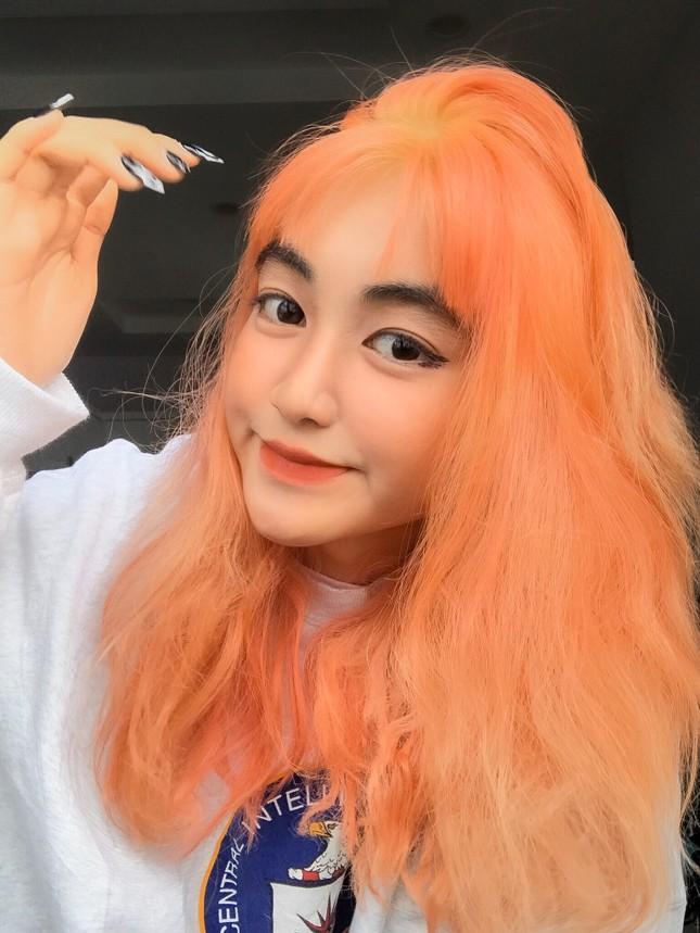 Nữ sinh thay đổi màu tóc mỗi tuần ảnh 9