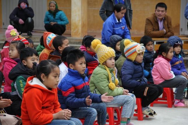 """Ấm áp chương trình """"Đông ấm xứ Lạng, quà Tết cho em"""" ảnh 5"""