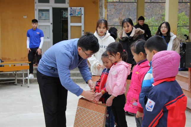 """Ấm áp chương trình """"Đông ấm xứ Lạng, quà Tết cho em"""" ảnh 3"""