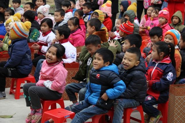 """Ấm áp chương trình """"Đông ấm xứ Lạng, quà Tết cho em"""" ảnh 8"""